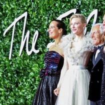 Стил и изящество на британските модни награди