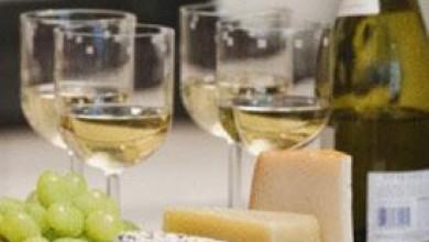 Бялото вино е по-вредно за зъбите ви от червеното