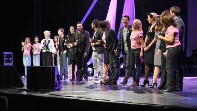 """Над 70 известни личности и музиканти изпълниха сцената на Зала 1 на НДК """"От любов към живота"""""""