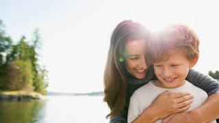 Бремето на самотното родителство