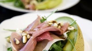 Апетитна детокс салата с пъпеш и рукола