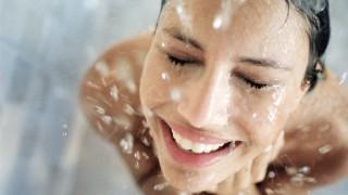 Защо трябва да си взимаме вечерен душ