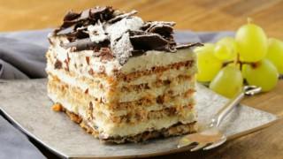 Вкусна медена торта с маскарпоне и орехи