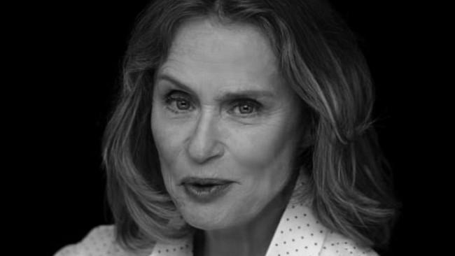 Тя е на 73 години и се снима по бельо за Calvin Klein