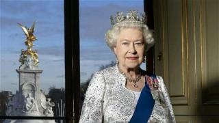 Защо кралица Елизабет II празнува два рождени дни?