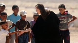 Анджелина Джоли осиновява седмо дете