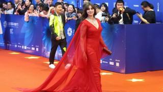 Моника Белучи приветствана с бурни аплаузи в Пекин