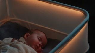 Креватче с движенията на автомобил е новият хит в бебешките аксесоари