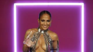 """Джей Ло разголи бюст на наградите """"Билборд"""""""