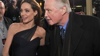 Анджелина Джоли се сдобри с баща си заради раздялата с Брад Пит