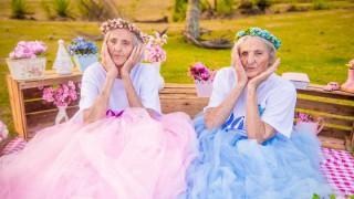 Близначки посрещнаха 100-годишния си юбилей с вдъхновяваща фотосесия (Галерия)