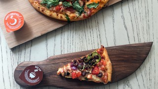 Пица наполовина: Неповторимо удоволствие за двама