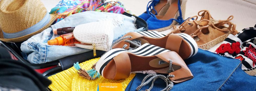 Стилно лято - вижте какво да сложите в чантата за плажа