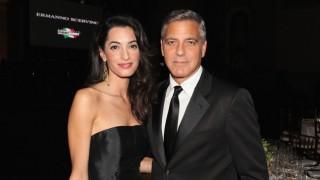 Близнаците на Клуни на първа ваканция (Видео)