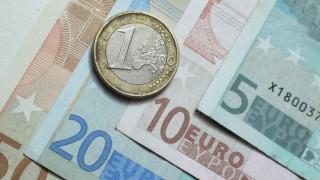 Тийнейджър раздаде над 10 000 евро на случайни минувачи
