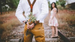 8 неща, които той тайно иска да те пита на първа среща