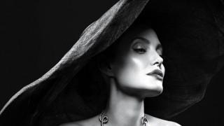 Анджелина Джоли: Плачех под душа, за да не е пред децата