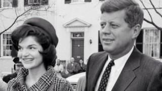 Джаки Кенеди загубила девствеността си в асансьор...