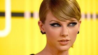 Тейлър Суифт спечели 1$ обезщетение за сексуален тормоз