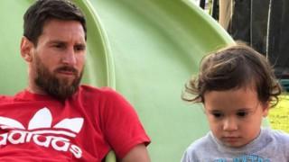 Меси отбеляза втория рожден ден на сина си