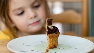 Сладкиши и кариеси - вечната тема за шоколада и здравите зъбки
