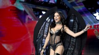 Тъжно: Повече няма да видим Адриана Лима без дрехи
