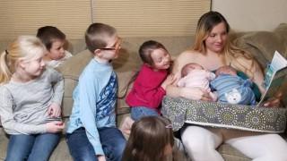 Рядко явление: Тя роди три двойки близнаци!