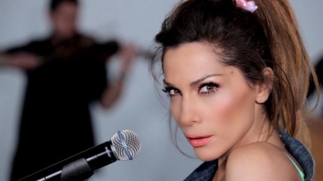 Гърци изненадаха Деспина Ванди на концерта й в София