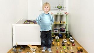 15 деца от цял свят показват любимите си играчки (СНИМКИ)