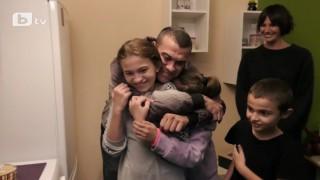 Мария Силвестър изпълни с щастие дома на самотен баща и трите му деца