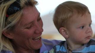 Тя разкри защо все още кърми 7-годишния си син