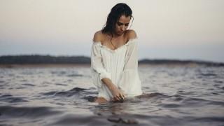 Нова любов ще смути сърцето на Водолея през август