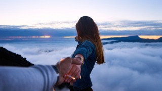 Защо трябва да се правите на необвързани, когато сте във връзка
