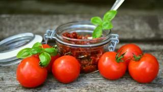 В сезона на слънчевите домати – направете си консерви и няма да съжалявате