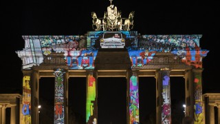 Българи трансформират фасадите на три от най-известните сгради в Берлин