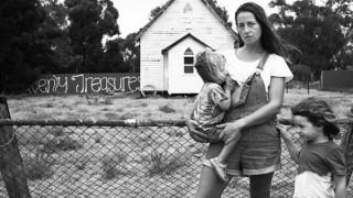 Фотопроект разкрива красотата на кърменето... на пораснало дете