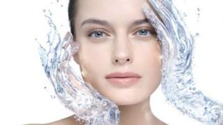 Газираната вода прави чудеса с кожата ви
