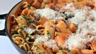 Ригатони с доматено-сметанов сос и пармезан
