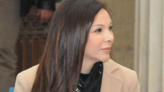 Ботоксът затворил окото на Юлияна Дончева