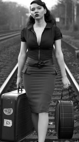 Ретро свалка: Ето как жените са омайвали мъжете през 50-те