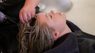 Какви грешки допускаме при измиването на боядисана коса