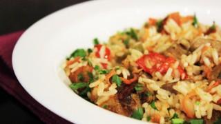 Свинско месо с ориз и зеленчуци
