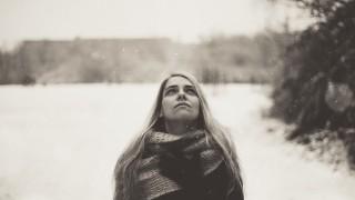 12 навика, които издават, че ще си самотна по Коледа