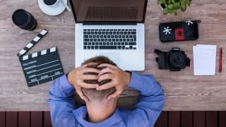 Криза на средната възраст при мъжете – как да овладеем този идиот