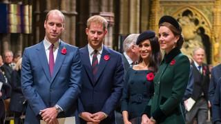 Ето ги коледните снимки на любимите кралски двойки