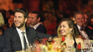 Майли Сайръс най-накрая пусна снимки от сватбата си
