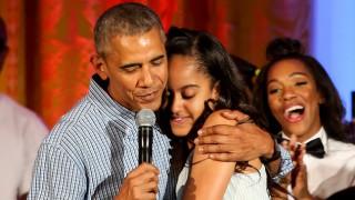 Дъщерята на Обама посегна към чашката (Снимка)