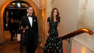 Спестовната Кейт блесна в рециклирана стара рокля