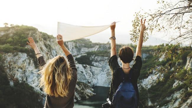 Момичета, пътуванията с приятелки спасяват здравето ни