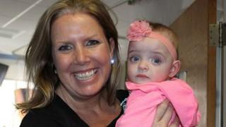 Медицинска сестра осинови изоставено недоносено бебе
